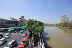 Trafik på den Wichayanon vägen Nära Kad Luang Royaltyfri Fotografi