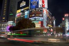 Trafik på det Shibuya området i Tokyo, Japan Royaltyfria Foton