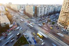Trafik på en Pantelimon gata, Bucharest royaltyfria foton