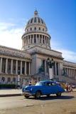 Trafik på gammala Havana. Royaltyfri Bild