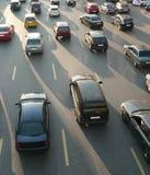 Trafik på gatan arkivfoton