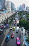 Trafik på gatan i Bangkok Fotografering för Bildbyråer