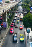 Trafik på gatan i Bangkok Royaltyfri Fotografi