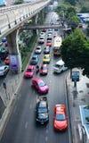 Trafik på gatan i Bangkok Arkivfoton
