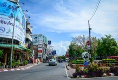 Trafik på gatan i Chiang Mai, Thailand Royaltyfria Bilder