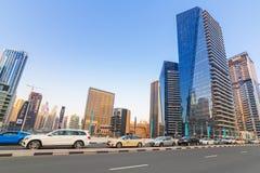 Trafik på gatorna av den Dubai marina Arkivbilder