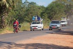 Trafik på huvudvägen Bago - Myawaddy myanmar Arkivbilder