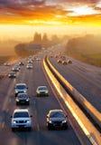 Trafik på huvudvägen med bilar royaltyfria bilder