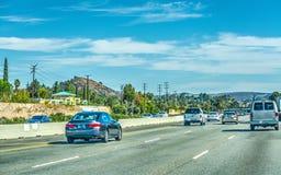 Trafik på motorvägen i Los Angeles Arkivfoton