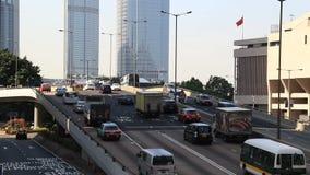 Trafik på motorvägutbyte i Hong Kong arkivfilmer