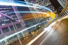 Trafik på natten Arkivfoton