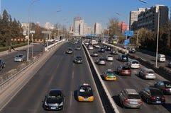 Trafik på 3rd Ring Road i Peking. Kina Arkivbilder