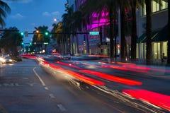 Trafik på skymning i Miami Beach Fotografering för Bildbyråer