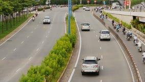 Trafik på stads- aveny i Ho Chi Minh City lager videofilmer