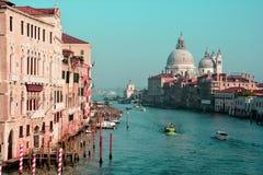 Trafik på den stora kanalen, Venedig, Italien Arkivbilder