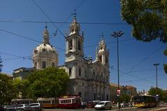 Trafik runt om basilika de estrela royaltyfri bild