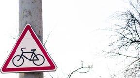Trafik undertecknar in bakgrunden Royaltyfri Foto