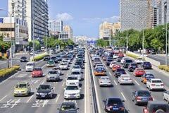 Trafikblodstockning på den finansiella gatan, Peking, Kina royaltyfria foton