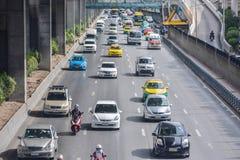 Trafikblodstockning på vägen arkivfoton