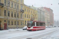 Trafiken i staden Arkivbild