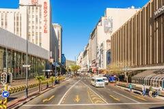 Trafikera i den i stadens centrum staden av Cape Town, Sydafrika Royaltyfri Bild