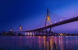 Trafikera i den moderna staden på natten, Bangkok, Thailand Fotografering för Bildbyråer