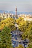 Trafikera på avenyn in mot havet av Barcelona Arkivfoton