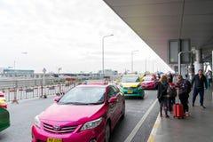Trafikera på avvikelsepunkten på Suvarnabhumi internationell luft Arkivfoton