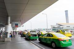 Trafikera på avvikelsepunkten på Suvarnabhumi internationell luft Royaltyfri Fotografi