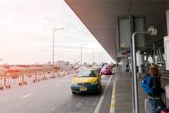Trafikera på avvikelsepunkten på Suvarnabhumi internationell luft Royaltyfri Bild