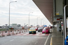 Trafikera på avvikelsepunkten på Suvarnabhumi internationell luft Arkivbilder