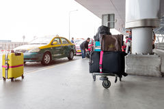 Trafikera på avvikelsepunkten på Suvarnabhumi internationell luft Arkivbild