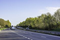 Trafikera på dubbelvagnsvägen på helgen A5, UK Royaltyfri Foto