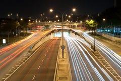 Trafikera på en upptagen genomskärning 3 Royaltyfria Bilder