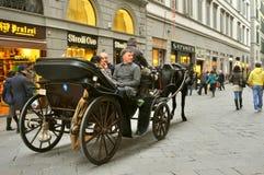Trafikera på gatorna av den Florence staden, Italien Arkivbild