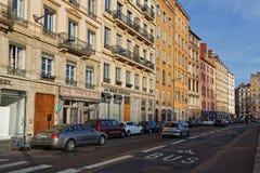 Trafikera på Quaisen de Saone i Lyon Arkivbilder