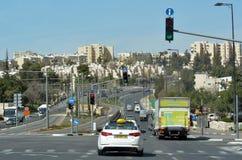 Trafikera på vägen för nummer 01 i Jerusalem, Israel Arkivfoton