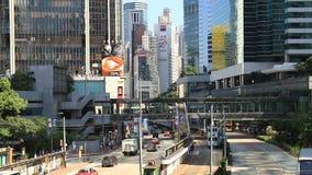 Trafikera på vägen i Hong Kong i eftermiddagen stock video