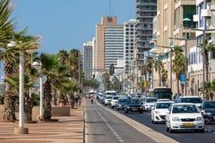 Trafikflöde på gatan av Tel Aviv, Israel Arkivbilder