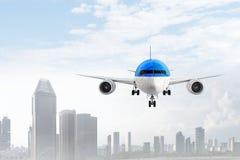 Trafikflygplan i himmel Blandat massmedia Blandat massmedia Arkivfoton