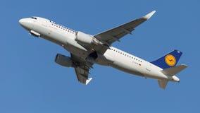 Trafikflygplan Lufthansa för flygbuss A320-214 Royaltyfri Fotografi