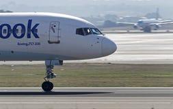 Trafikflygplan som tar av Royaltyfri Foto