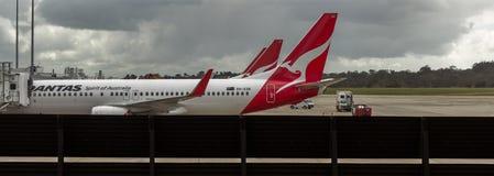 Trafikflygplan som tar passagerare Royaltyfri Foto
