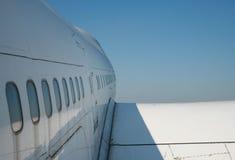 trafikflygplancommercialsky arkivbilder