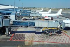 trafikflygplanflygplatsen few parkerade royaltyfri bild