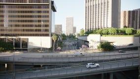 Trafikgata i i stadens centrum Los Angeles 4K arkivfilmer