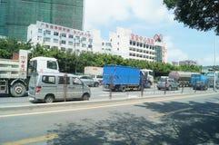 Trafiklandskap av den Shenzhen 107 medborgarevägen Royaltyfri Foto
