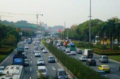 Trafiklandskap i det Shenzhen avsnittet av vägen för 107 medborgare Fotografering för Bildbyråer