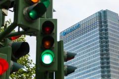 Trafikljus bredvid den Barclays banken Royaltyfria Foton