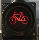 Trafikljus för att korsa gatan arkivbild